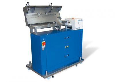 Lab-scale twin screw compounder-extruder - SINTEF